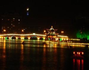夜晚的濠河